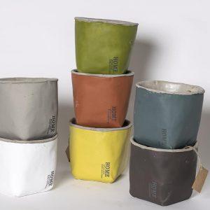 Kiva neliömäinen Home suojaruukku sopii moneen sisustukseen, valitse 8 väristä