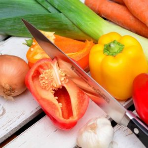 Paprika sopii kasvatettavaksi kasvihuoneeseen, parvekkeelle tai lämpimään ja tuulensuojaiseen paikkaan avomaalle